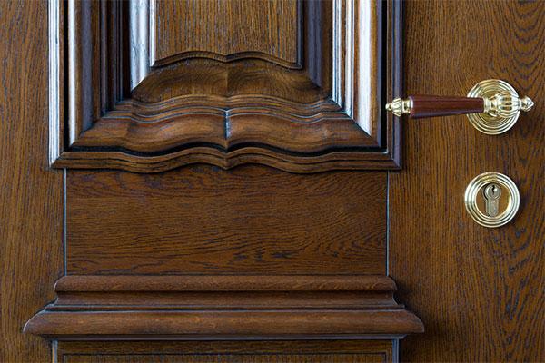 Двери и массива дуба