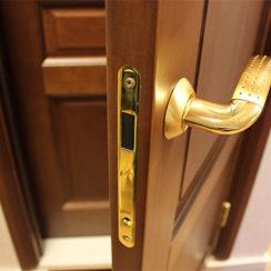 Уход за межкомнатными дверями