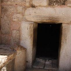 Каменные двери