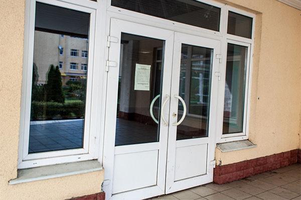 Двери для магазинов