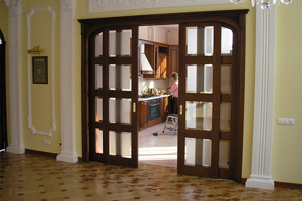 Двустворчатая межкомнатная дверь с фрамугой