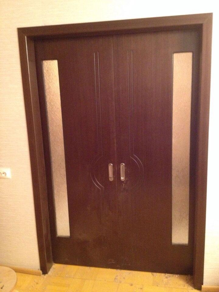 Двустворчатая раздвижная дверь Молния (со стеклом, темный орех)