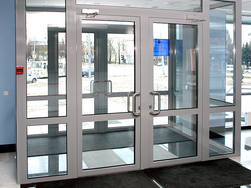 алюминиевые двери для магазина
