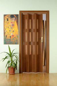 дверь гармошка в интерьере