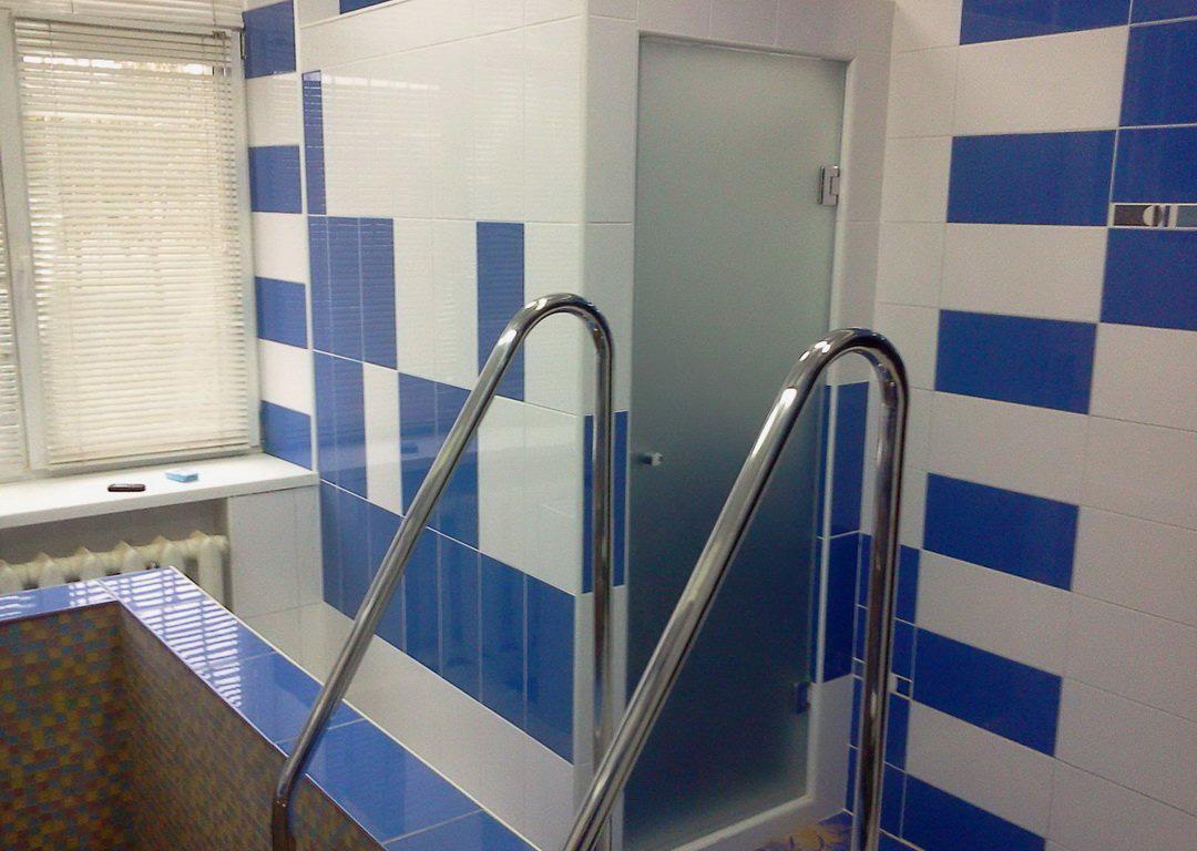 двери для бассейнов