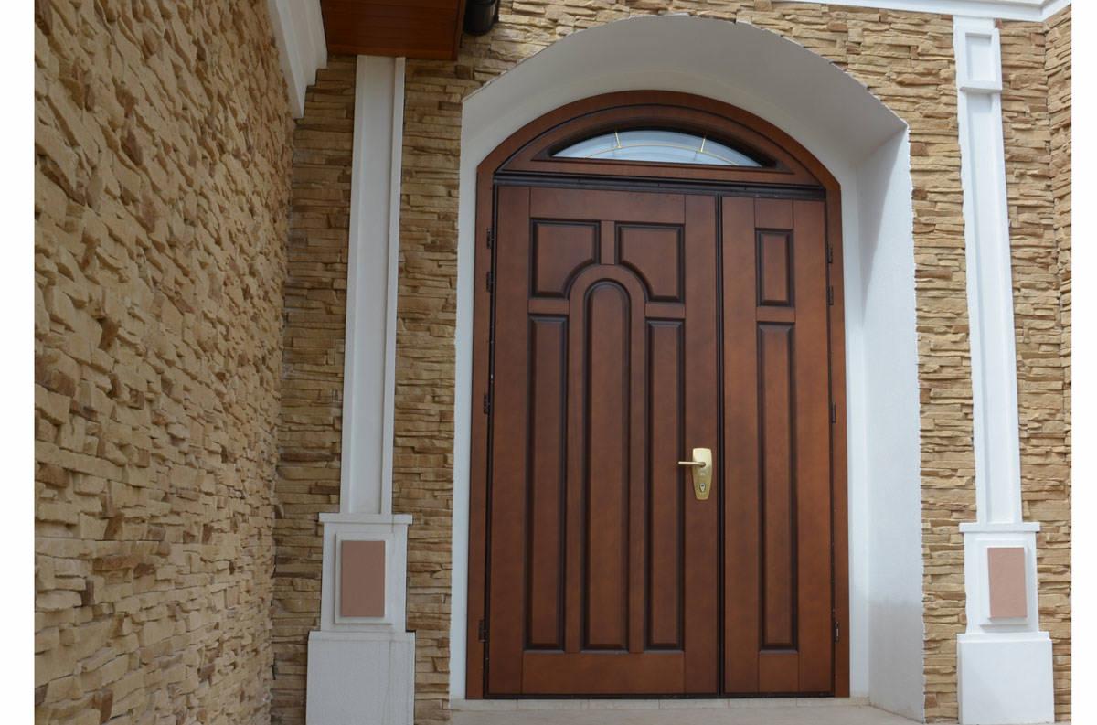 двустворчатая входная дверь мультилок