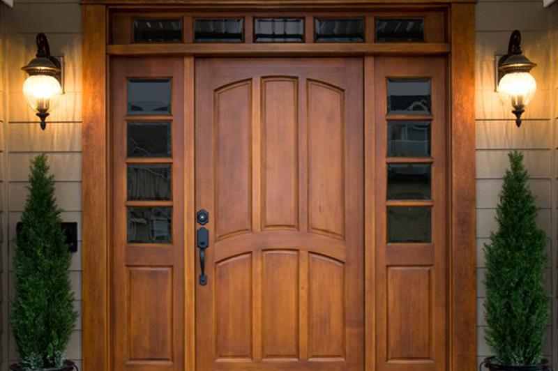 входная металлическая дверь с отделкой деревом