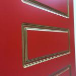 Красная дверь с патиной