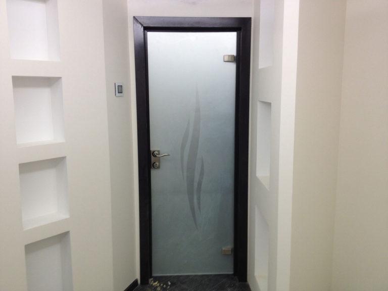 Стеклянные межкомнатные двери в квартире